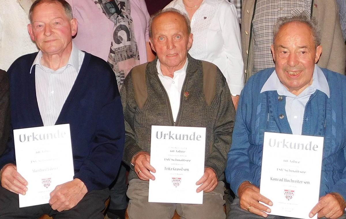 Drei Urgesteine des TSV sind seit vielen Jahren ehrenamtlich aktiv: Von links Rudi Lee (35 Jahre), Günter Verbega (35) und Dr. Arnold Böhm (45)