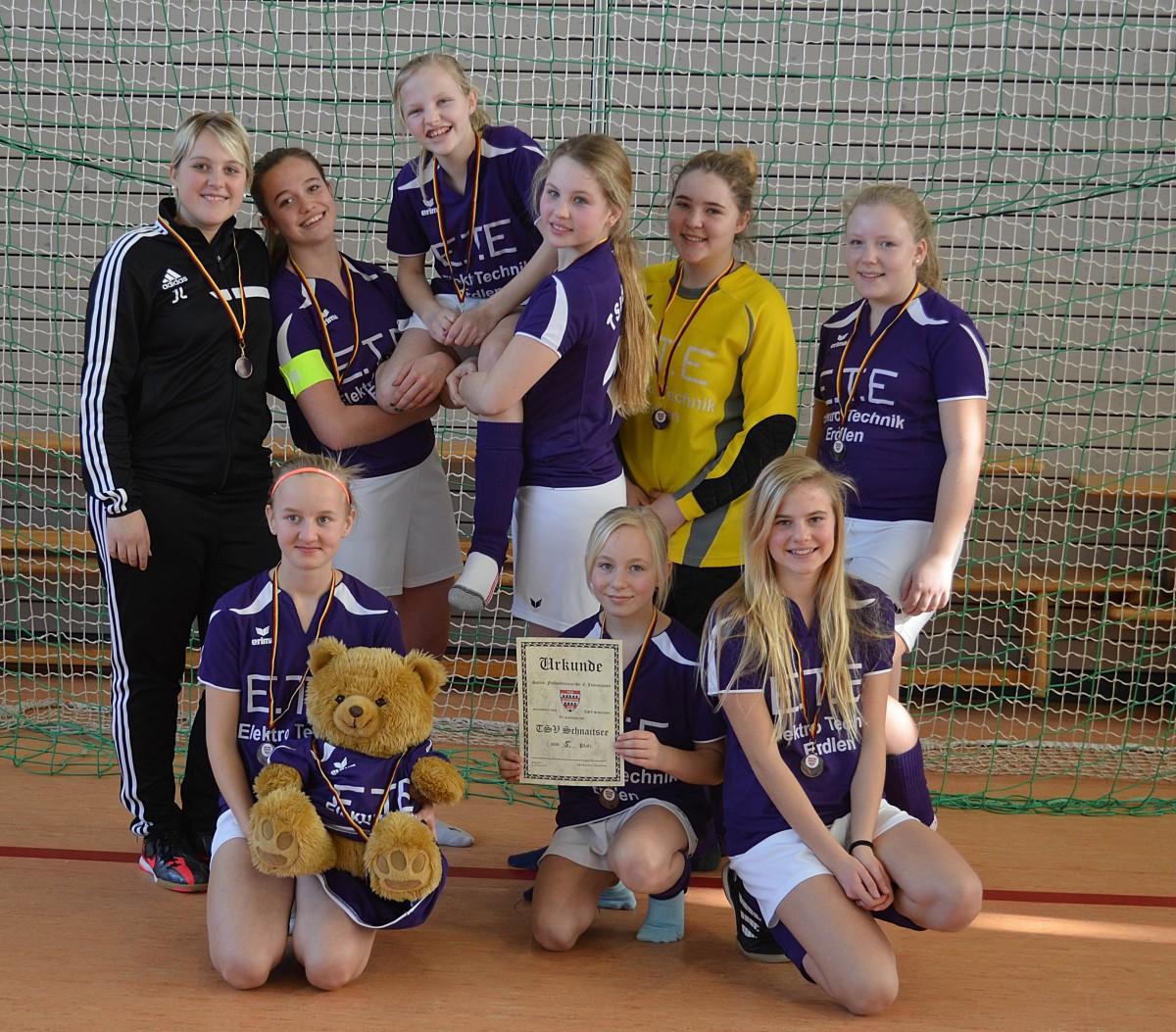 Erstmals fand in Schnaitsee auch ein Turnier für C-Juniorinnen statt. Das neue Schnaitseer Team mit Trainerin Jessica Lipold belegte am Ende den fünften Platz.