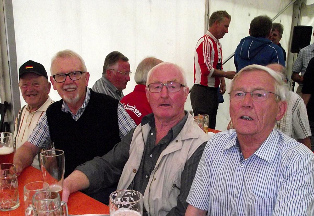 Schnaitseer TSV-Legenden im Quartett mit Hans Simmeth (von links). Leo Otten, Martin Mayer und Albert Liegl.
